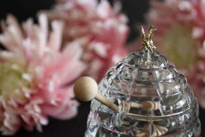 Dóza na med 250 ml v tvare včelieho úľa