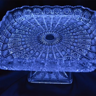 Krištálový brúsený tanier na podstavci 26 cm